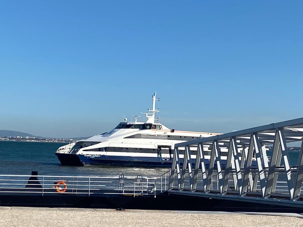 ferry - lisboa - Cais do Sodré